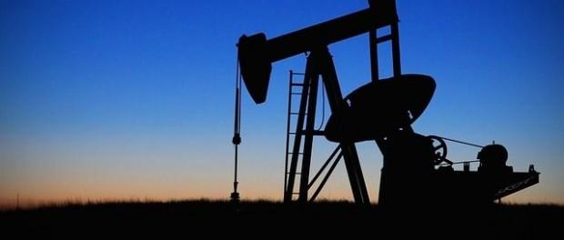 Zásoby ropy rostou, její ceny dosahují maxim